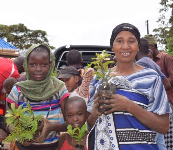 Farmers-Ndekai-Kwabonda-forest-call-e1576237942169.jpg