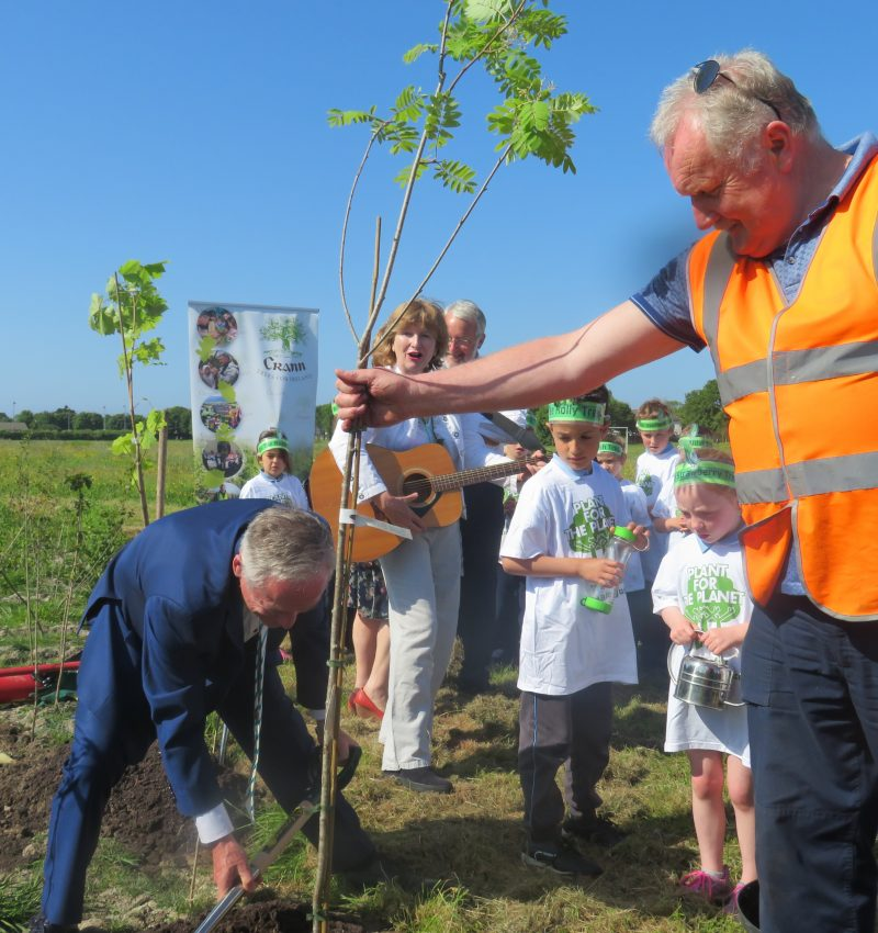 Minister-Richard-Bruton-Plants-for-the-Planet-with-the-Easy-Treesie-Project